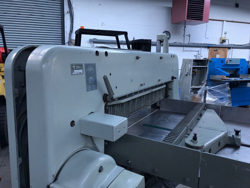Polar 137 EMC Programmatic Guillotine