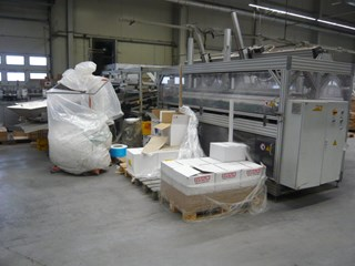Merchandise sorting- and placing machine for foil packaging machines