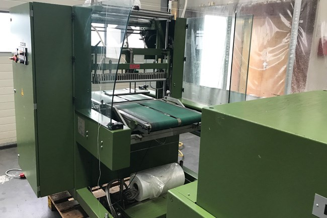 Kallfass SW 650 foil packaging machine with shrink tunnel