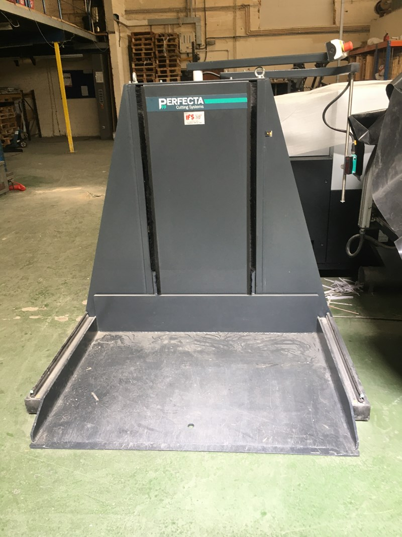 Perfecta 115 SE Guillotine with Jogger and Lift