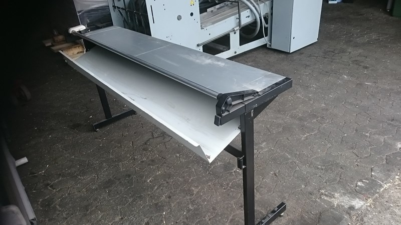 Cutting table 150